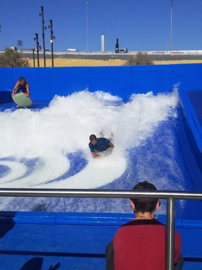 Practicando Surf en Lagoh