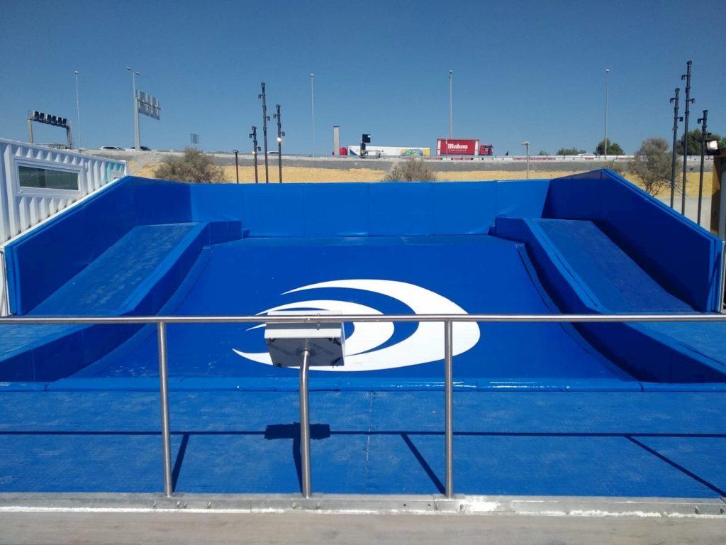 Vista frontal piscina ola gigante surf Lagoh
